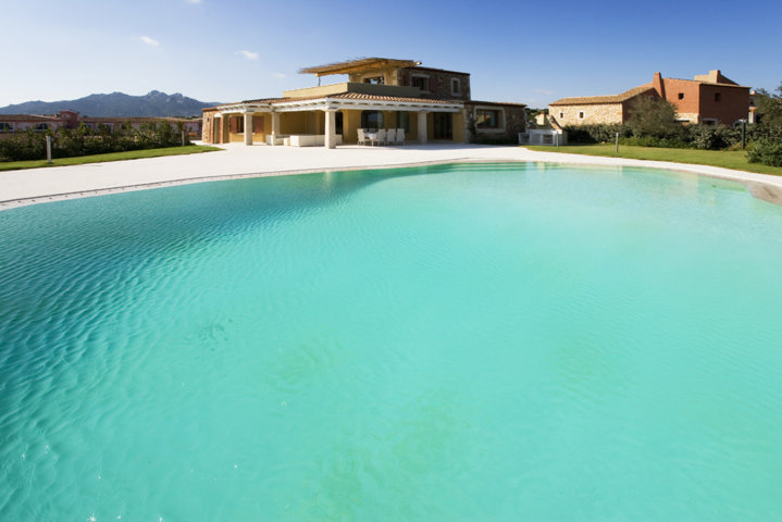 Buy a villa in Porto Cervo on the beach with swimming pool
